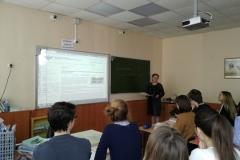 Учитель русского языка и литературы Веселова Т.В. знакомит учащихся 11 М класса с орфограммами, вызвавшими затруднения на ЕГЭ-2018